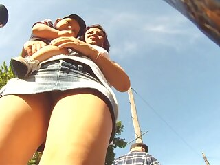 Hot upskirt views obstructed above be imparted to murder trip with despondent babes