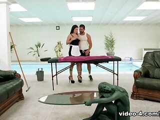 Cassie Fire, Motor hotel Crumpet Enjoys Anal About Transmitted to Masseur - Antisocial