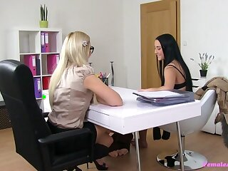 Anna & Tracy almost Anna - FemaleAgent